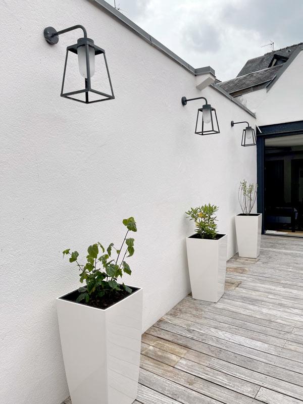 Eclairage d'une terrasse avec des pots sur un toit terrasse à Quimper