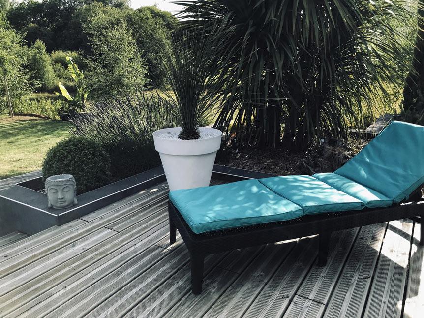 Invitation à la détente dans un jardin à Plomelin