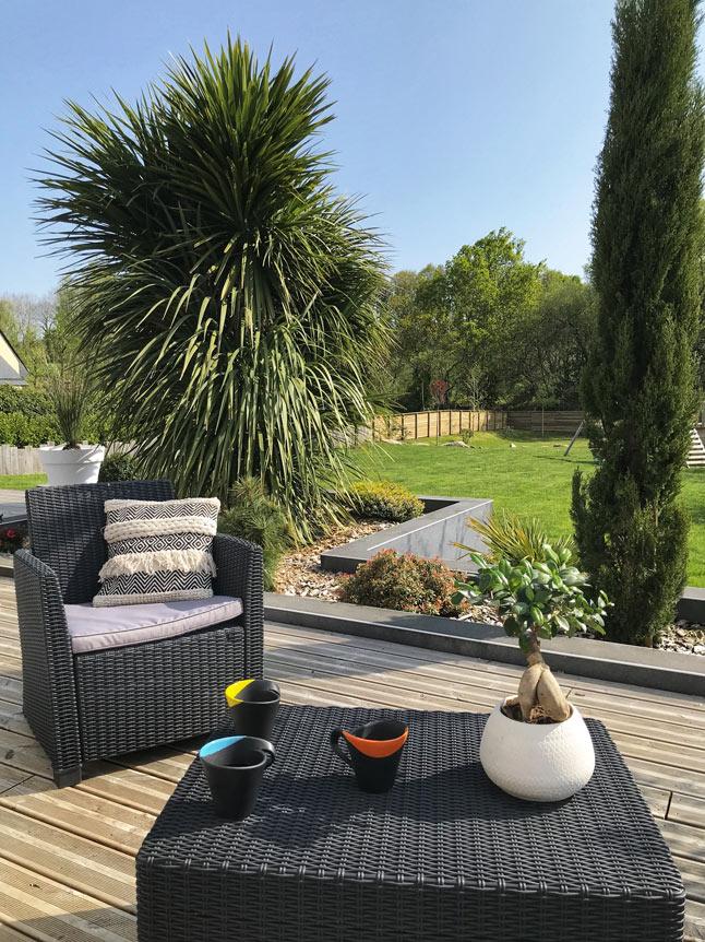 Pause-café dans un jardin à Plomelin